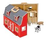 Bondegård i tre med to etasjer og dyr