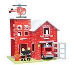 Brannstasjon i tre med tilbehør