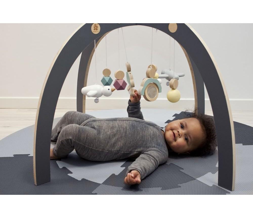 Glimrende Babygym i tre med leker fra Sebra | Sprell - veldig fine leker og TX-69