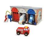 Garasje med låser, dører og utrykningskjøretøy