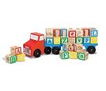 Lekebil i tre med bokstavklosser