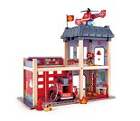 Stor brannstasjon med bil og helikopter