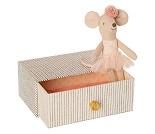 Lillesøster mus i seng, 10 cm - Maileg