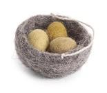 Fuglereir med egg, påskepynt i tovet ull