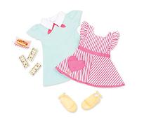 Kjole og forkle, dukkeklær - Our Generation