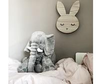 Vegglampe i eik med touchfunksjon, kanin