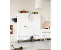 Hvitt klesskap m/tre dører og eikedetaljer, Wood