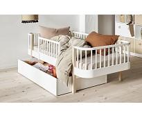 Wood hvit sengehest fra Oliver Furniture